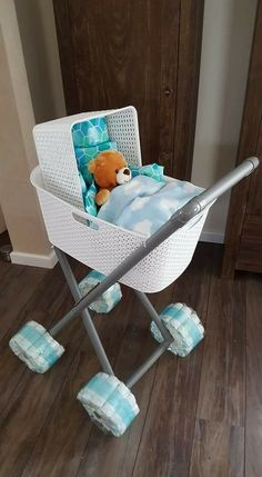 Baby carriage with baskets - Baby Diy - Baby Shower Cadeau Baby Shower, Baby Shower Gift Basket, Baby Shower Diapers, Baby Shower Games, Baby Shower Parties, Shower Gifts, Baby Boy Shower, Diaper Bassinet, Invitation Baby Shower
