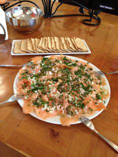 Carpaccio de salmón con alcaparras