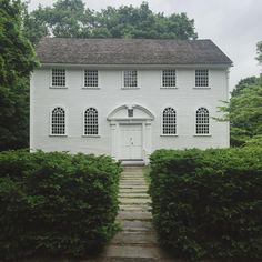 "fletchingarrows: "" howieguja: "" Old Narragansett Church c. 1706 (at Old Narragansett Church) "" first period colonial architecture, be still my heart "" Timy Houses, New England Homes, White Houses, Classic House, Architecture Details, Colonial Architecture, Church Architecture, Old Houses, My Dream Home"