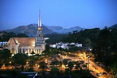 Vista noturna da Catedral de Petrópolis - RJ - Brasil