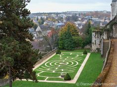 Wow, wouldn't it be cool to do a labyrinth in your garden? Or better yet, visit Notre Dame? :)
