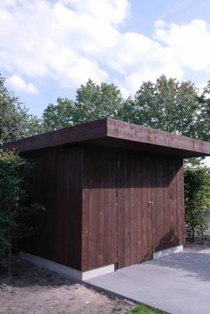 wooden garden shed deisigned and made by De Peppels    houten tuinhuis