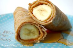 Zkuste zabalit banán do celozrnné špaldové palačinky, vypadá to parádně a chutná ještě lépe!