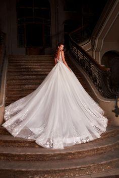 Rochie de mireasa stil printesa, cu bretelute din dantela, realizata din tulle si broderie manuala. Wedding Dresses, Fashion, Embroidery, Bridal Dresses, Moda, Bridal Gowns, Wedding Dressses, Weeding Dresses, Wedding Dress