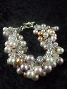 Chunky glass pearl and lucite flower bracelet and earrings set by J Lynn Jewels. I love the colour combination.