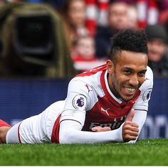 Yo Pierre, how good my cross is? Arsenal Players, Arsenal Fc, Arsenal Football, Arsenal Match, Arsene Wenger, English Premier League, Soccer Players, Club, Sports