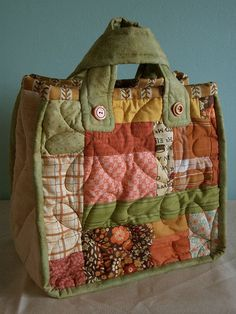 Quilted flower bag - side A, via Flickr.