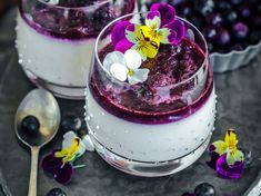 ( Earl Grey Panna Cotta with Blueberry compote. Theyre a flavour bomb! Happy New week everyone Panna Cotta, Blueberry Compote, Tofu Recipes, Food Styling, A Food, Food Photography, Food Porn, Ethnic Recipes, Sweet