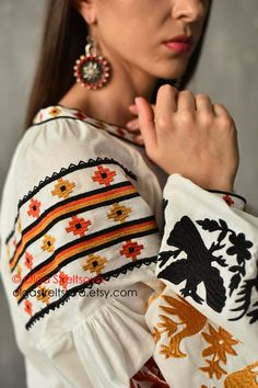 White Peasant Blouse, White Cotton Blouse, Cotton Blouses, Blouse Styles, Blouse Designs, Mexican Embroidery, Folk Embroidery, Mexican Blouse, Bohemian Blouses