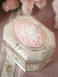 cameo rose music box