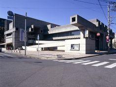 アートプラザ(旧大分県立中央図書館)/1966/磯崎新/図書館を展示施設に転用