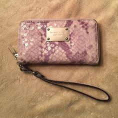 Michael Kors wristlet wallet like new❤SALE❤ Grey snakeskin pattern Michael Kors wristlet wallet like new MICHAEL Michael Kors Bags Wallets