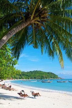 Pattaya Beach, Koh Lipe,Thailand #tequilareef #kohlipe  Whether it's adventure or sunbathing, it's got to be Koh #PhiPhi, Thailand. P.S. Seize the moment! http://phi-phi.com