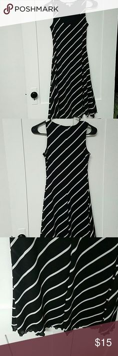 Moa Moa Dress Moa Moa Dress size small, knee length, black and white, good condition with minor pre-pilling and pulling. Please message me with any questions! Moa Moa Dresses Midi