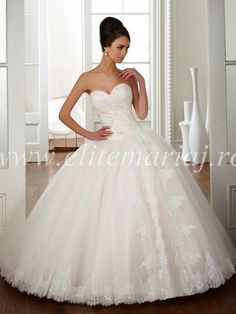 lace wedding ball gown with corset and boning - Yahoo Image Search Results Wedding Dresses Nz, Ruched Wedding Dress, Wedding Dress Buttons, Buy Wedding Dress, Princess Wedding Dresses, Lace Wedding, Formal Dresses, Ball Dresses, Ball Gowns