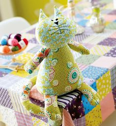 I need to figure out how to make this kitty. The website is swedish w/ no info.