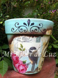 Preparando macetas para vender.distintos tamaños y diferentes diseños,me voy inspirando con los diseños del momento . ..tengo muc... Painted Clay Pots, Painted Flower Pots, Hand Painted Ceramics, Diy Craft Projects, Diy And Crafts, Flower Pot Crafts, Pot Plante, Garden Deco, Plant Painting
