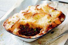 Jackaroo Pie - Matt' Preston's Australian version of shepherd's pie has a hint of vegemite to 'beef' up the flavour. Mince Recipes, Beef Recipes, Cooking Recipes, Quiche Recipes, What's Cooking, Family Recipes, Cooking Ideas, Aussie Food, Australian Food