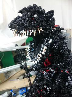 Technically, this LEGO Godzilla is in a thousand pieces Lego Mecha, Lego Bionicle, Legos, Lego Shirts, All Godzilla Monsters, Lego Universe, Step On A Lego, Lego Sculptures, Lego Animals