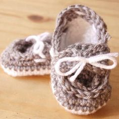 Adorable! Baby Boat Booties Free Pattern #babybooties isharecrafts.com