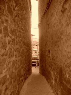 Calle de las Manos. Sajazarra. La Rioja. España.