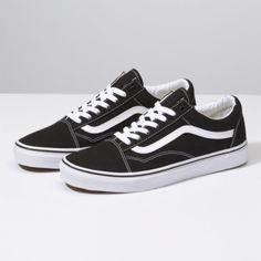 The Old Skool, Vans classic skate shoe and the first to bare the iconic side stripe, is a low top lace-up with a durable canvas upper, padded tongue and lining, metal eyelets and Vans original Waffle Outsole. Browse Custom Old Skool Shoes Top Shoes, Cute Shoes, Me Too Shoes, Black Shoes, Women's Shoes, Shoes Sneakers, Platform Shoes, Shoes Jordans, Sneakers Adidas