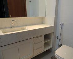 O armário de banheiro, ou gabinete, é muito importante para manter a organização e definir a decoração de banheiro. Nele, podemos armazenar produtos de higiene pessoal, papel higiênico, sabotes, shampoos e condicionadores, algumas maquiagens e cremes, além de toalhase demais objetos. Entretanto a escolha desse móvel deve seguir o mesmo estilo de decoração do restante …Continue Lendo...