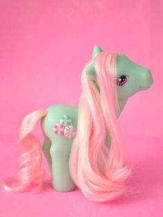 21 Smells Girls Will Never Forget- My Little Pony: I can instantly recall that sort of soft baby powder-ish plastic. 90s Childhood, My Childhood Memories, Vintage Toys, Retro Vintage, Retro Toys, 90s Girl, Little Poney, The Good Old Days, To My Daughter