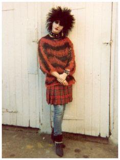 killer look ~ goth/punk with tartan skirt. Hipster Grunge, Grunge Goth, 80s Goth, 70s Punk, Punk Goth, Look 80s, Goth Look, Goth Style, Siouxsie Sioux