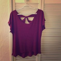 Threads burgundy top with open back Threads burgundy short sleeve top with open back Threads Tops Tees - Short Sleeve