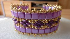 Náramek+Fialový+šitý+náramek+-+z+tmavě+fialových+korálků+Superduo,+světle+fialových+kostiček,+zlatého+rokajlu+a+komponentů.+Velikost+náramku:+19cm