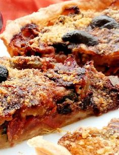 Recette tarte mozza légumes d'été - 1 pâte brisée - 1 boule de mozzarella de 250g - 3 tomates - 2 petites courgettes - 1 oignon - 1 aubergine - Une dizaine de champignons de Paris frais - 1 cuillerée à soupe d'huile d'olive - Sel, poivre, basilic