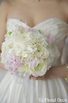(記事追記しました) ハワイで花冠を身につけてくださった新婦さんの東京でのご披露宴のときのスタイルです。 ナチュラルなハワイのときとは、がらりと雰囲気...