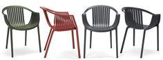 La poltroncina Tatami (esterno), disegnata dallo studio italiano Archirivolto, che lavora da diversi anni con Pedrali ed ha disegnato i più grandi successi dell'azienda, è una seduta che concentra stile, tecnologia e praticità.