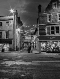 Little Clarendon Street, Oxford - adorned with fairy lights, this street is full of great bars and restuarants. Perfect for a relaxed evening date. Nathan DID take me on a wonderful date down here;)