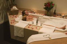Romantic couple in a jacuzzi Romantic Bubble Bath, Couples Bathtub, Bath Couple, Calin Couple, Massage For Men, Image Couple, Couple Romance, Massage Benefits, Relationship Goals Pictures