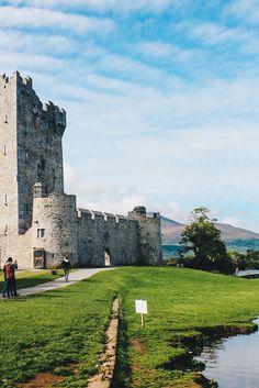 Nationalpark Killarney in Irland / Von Seen, Schlössern, und Inseln auf VANILLAHOLICA.com .  Wenn ein Land geradeso von schönen Landschaften, Klippen, Küsten, Meer und Stränden verwöhnt ist, dann ist es Irland. Die schönsten Irland Momente aus meinem Auslandssemester als BOKU Studentin sind online. Von umwerfender Fotografie, tollen Landschaftsbildern, Wasserfällen und mehr. Cliffs of Moher inklusive.