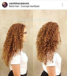 @caroldoscaracois é especialista em cortes de cabelo cacheado.