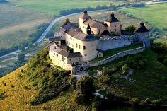 Krasna horka century Hungarian castle in Slovakia Palaces, Castle Burn, Heart Of Europe, Church Building, Beautiful Castles, Medieval Castle, Central Europe, Kirchen, Places To Visit