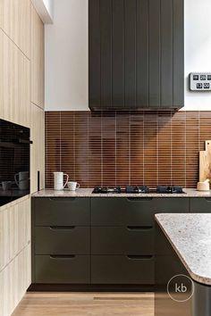 Contemporary Kitchen Design, Interior Design Kitchen, Contemporary Interior, Kitchen Decor, Küchen Design, Apartment Interior, Interior Design Inspiration, Interior Styling, Home Kitchens