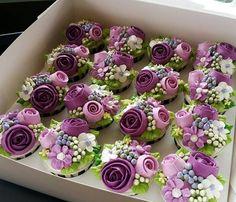 New Cupcakes Decoration Cute Desserts Ideas Cupcakes Design, Floral Cupcakes, Fun Cupcakes, Cake Designs, Cupcake Cakes, Cupcake Bouquet Diy, Fondant Flower Cupcakes, Purple Cupcakes, Pretty Cupcakes