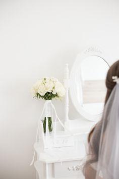 Svadobná kytica, čakanie na ženícha. - Svadba Wedding Dresses, Fashion, Bride Dresses, Moda, Bridal Gowns, Fashion Styles, Weeding Dresses, Wedding Dressses, Bridal Dresses