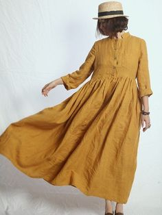 Simple linen dress plus strong wind equals great style. Solange, Schneider, Mori Girl, Boho Fashion, Fashion Design, Yohji Yamamoto, Linen Dresses, Mode Inspiration, Cool Outfits