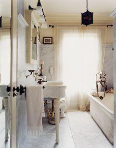 Love Love Love this vintage bathroom!