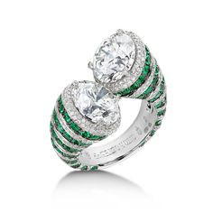 de GRISOGONO. This Toi & Moi High Jewellery ring displays elegantly emeralds and diamonds ribs to its stunning two round-cut white diamonds intertwined destiny. #HighJewellery #Craftsmanship