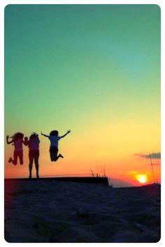 Sunset on the beach. Photo by Joan Rotondi, Sarnia, ON.
