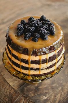 blackberry cake - perfect for a fall wedding!
