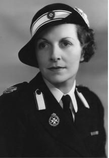 Edwina Ashley (1901-1960). She was a daughter of Wilfred Ashley 1st Baron Mount Temple and his wife, Amalia Cassel. She was Lady Louis Mountbatten (1922-1946), The Viscountess Mountbatten of Burma (1947), and Countess Mountbatten of Burma (1947-1950) as the wife of Louis Mountbatten 1st Earl Mountbatten of Burma (formerly The Prince Louis of Battenberg). Her children are Patricia Mountbatten 2nd Countess Mountbatten of Burma and Lady Pamela Mountbatten.