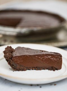 When we want something chocolatey, this super easy Vegan Chocolate Pudding is quick and satisfying beyond belief. Ready in 10 minutes and uses almond milk! Chocolate Sponge Pudding, Homemade Chocolate Pudding, Chocolate Sweets, Chocolate Flavors, Chocolate Recipes, Vegan Sweets, Vegan Desserts, Easy Desserts, Vegan Food