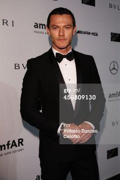 Fotografia de notícias : Luke Evans attends the amfAR Milano 2014 Gala as...